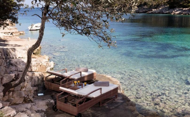 little green bay oaza mira u uvali hvara. Black Bedroom Furniture Sets. Home Design Ideas