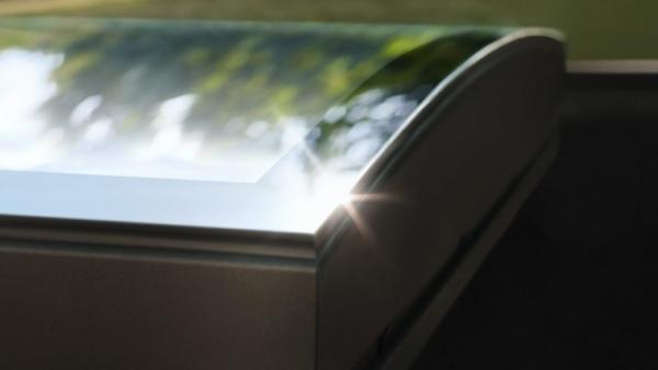 zakrivljeno_staklo Vanjske tende za krovne prozore Velux