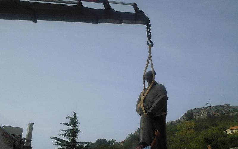 Dizanje_prijenos_spomenika Prijevoz silosa (rezervoara) Kalcina