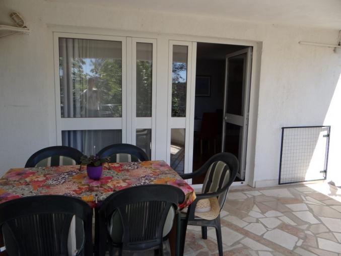 Primoten_apartman_4 Prodaje se apartman na katu kuće u Primoštenu  s parkingom odlična lokacija