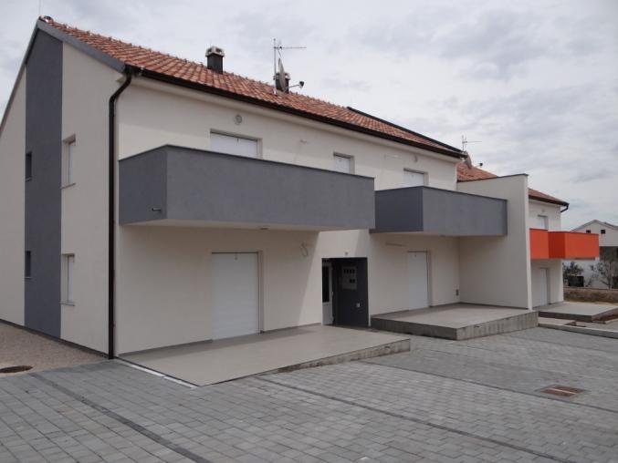 DSC04043_Large_Medium Novoizgrađeni apartmani za prodaju smješteni u centru mjesta Vrsi